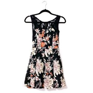 Floral Pleated Lace Back Dress XS